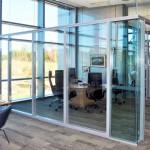 T200 avec panneaux de verre en bas. T100 avec panneaux de verre en haut/ T200 with glass panels in the bottom and T100 with glass pannels on top.